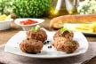 Rundergehaktbal met ui, aardappels, erwten en wortels recept