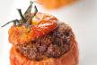 Gevulde tomaten met linzen en geitenkaas recept