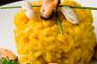 Taartje van polenta met zwarte koolvis en een tapenade van mosselen en gaspacho recept