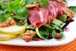 Salade van gerookte eendenborst met groenten en geitenkaas recept