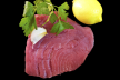 Salade van rauwe tonijn met avocado, gember en Thaise chilidressing recept