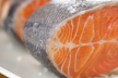 Warme gerookte zalm met spinaziedressing recept