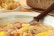 Zuurkoolschotel met ananas en rozijnen recept