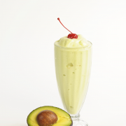 Smoothie banaan avocado en amandelen