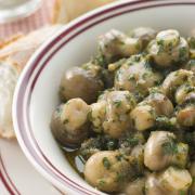 Kipfilet met champignons in kruidenboter recept