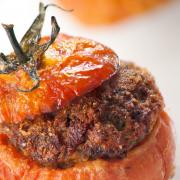 Gevulde tomaten met linzen en geitenkaas