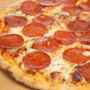 Pizza met salami recept
