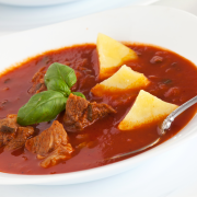 Pittige rundergoulash