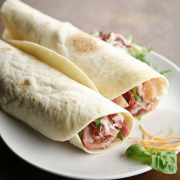 Wraps met kip en tomaat voor high tea recept