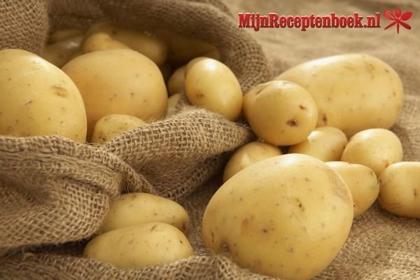 Kentang di smoor (droog gestoofd aardappelen)