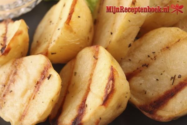 Kip met aardappeltjes uit de oven