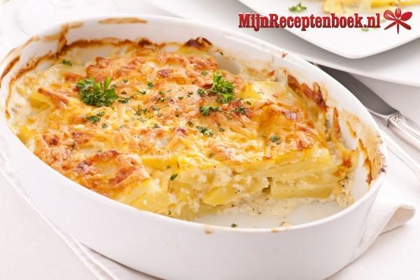 Anna's aardappelgratin met room, crème fraiche en kaas