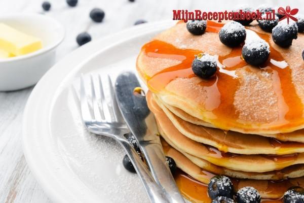 Amerikaanse pancakes met blauwe bessen