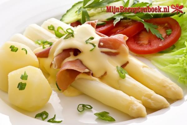 Asperges met kaas, tomaat en beenham
