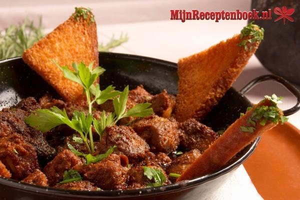 Daging belaser (runderstoof in gekruide kokosmelk)