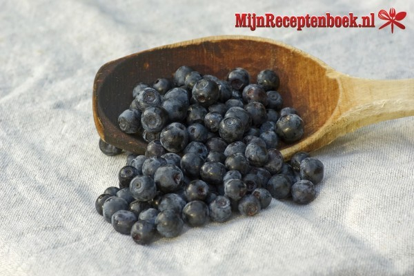 Kwarkmousse met blauwe bessen voor buffet