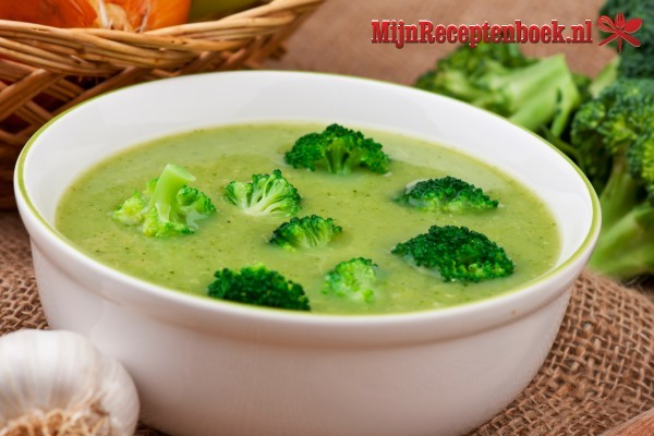 Cah Brokoli (Broccoli met spekreepjes in bouillon)