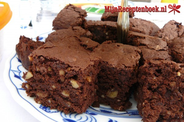 Frambozen-brownies met noten