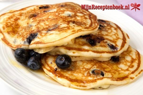 American pancakes met fruit en kaneelroom