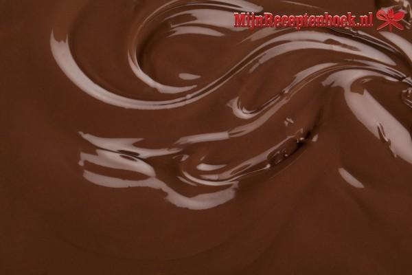 Warme brioche met chocoladesaus