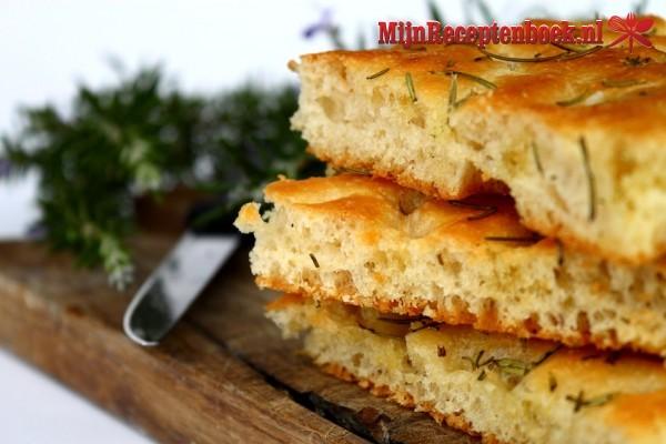 Focaccia  (Italiaans brood)