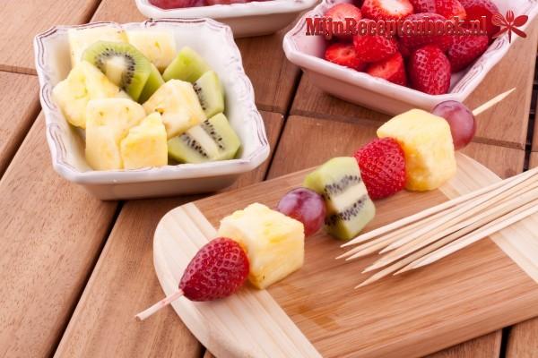Fruitspiesjes met kokossaus