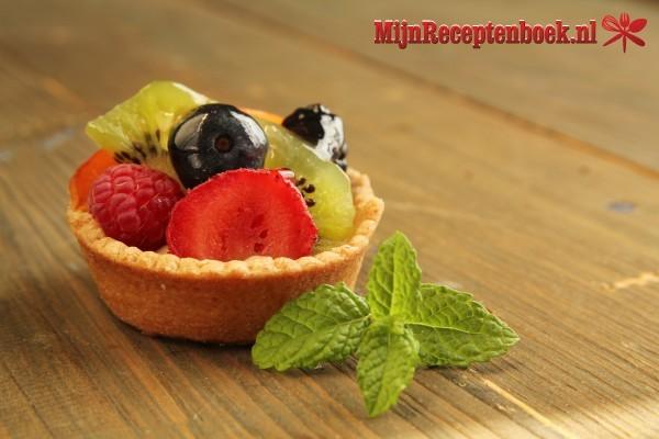 Fruittaartjes met banketbakkersroom