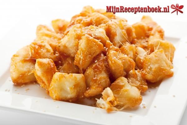 Daging dan kentang (gestoofde runderlappen met gebakken aardappelen)
