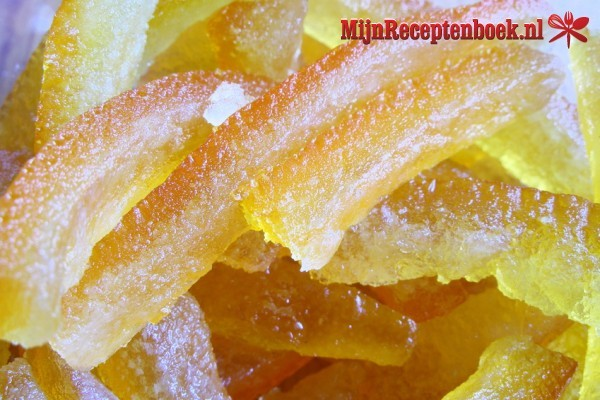 Geconfijte sinaasappelschillen