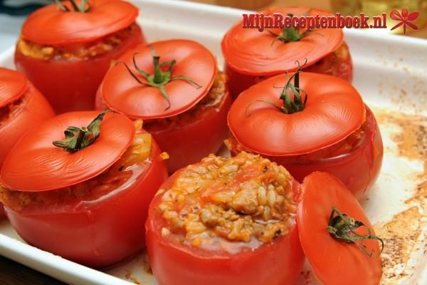 Gevulde tomaten met garnalencocktail