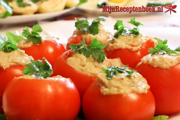 Tomaten gevuld met tonijnsalade