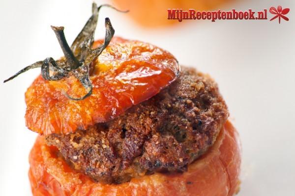 Gevulde tomaten en forel met amandelen