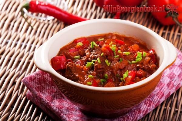 Kip goulash (480 kcal)