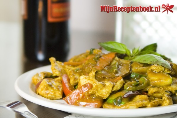 Ajam curry madras (pittige curry van kippenvlees)