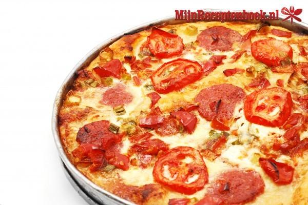 Italiaanse hartige taart met mozzarella-tomaten-pesto