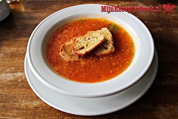 Paprika-roomsoep met gehakt