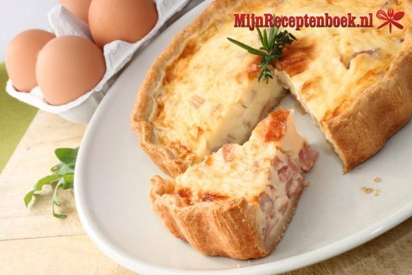 Spek-kaastaart met croissantdeeg