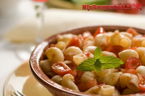 Macaroni salade recept