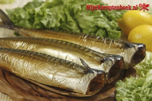 Makreel met kappertjes, olijven en doperwten