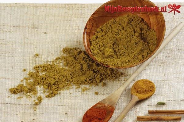 Alu bhoone (Gekruide aardappelen)
