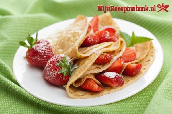 Pannenkoeken met amandelen en aardbeien