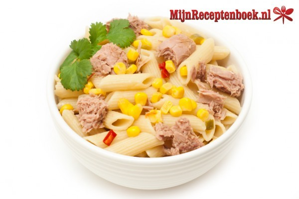 Koude pasta salade met tonijn recept