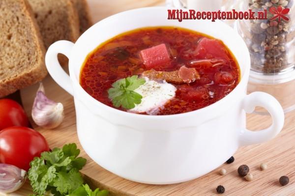 Pittige tomatensoep met gemberroom en omeletreepjes