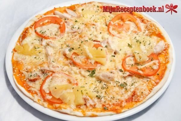 Pizza met zelfgemaakt deeg en saus