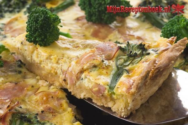 Quiche met blauwe kaas en broccoli