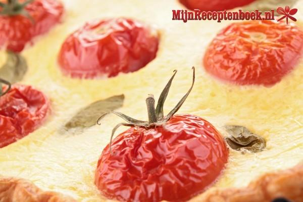 Quiche met tomaat en uien