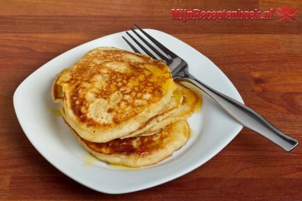Pancakes met appelcompote en kaneelmascarpone voor de brunch