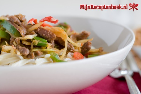 Sajoer ikan mas (bouillon met groenten rundvlees en vis)