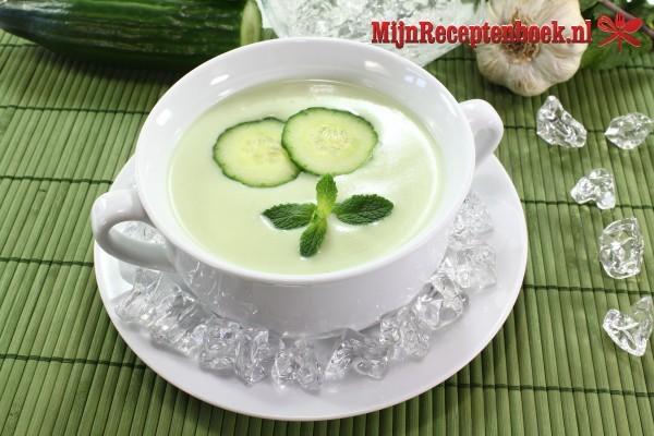 Komkommersoep met kokos
