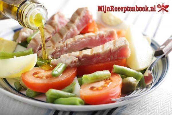 Salade Nicoise met stokbrood